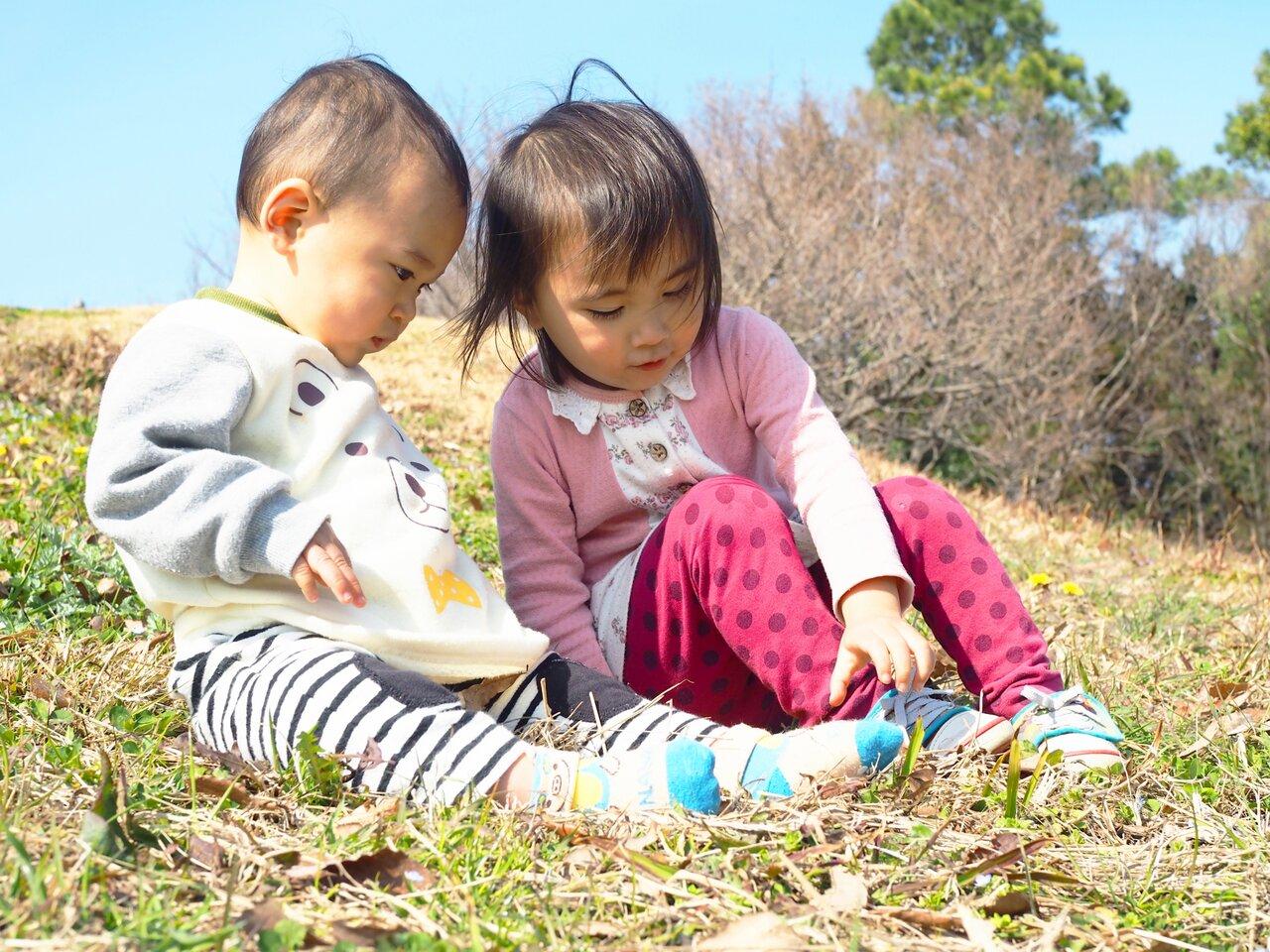 「3歳の女の子。自分のことができないのに、弟の世話を焼きたがります」子育て相談 モンテッソーリで考えよう!