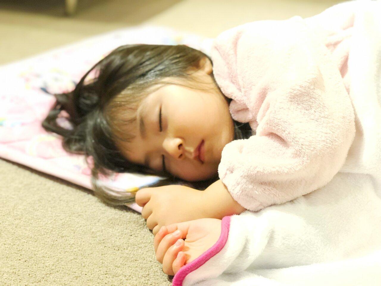 「1歳6ヵ月の女の子。なかなか寝てくれず、イライラしてしまいます」子育て相談 モンテッソーリで考えよう!