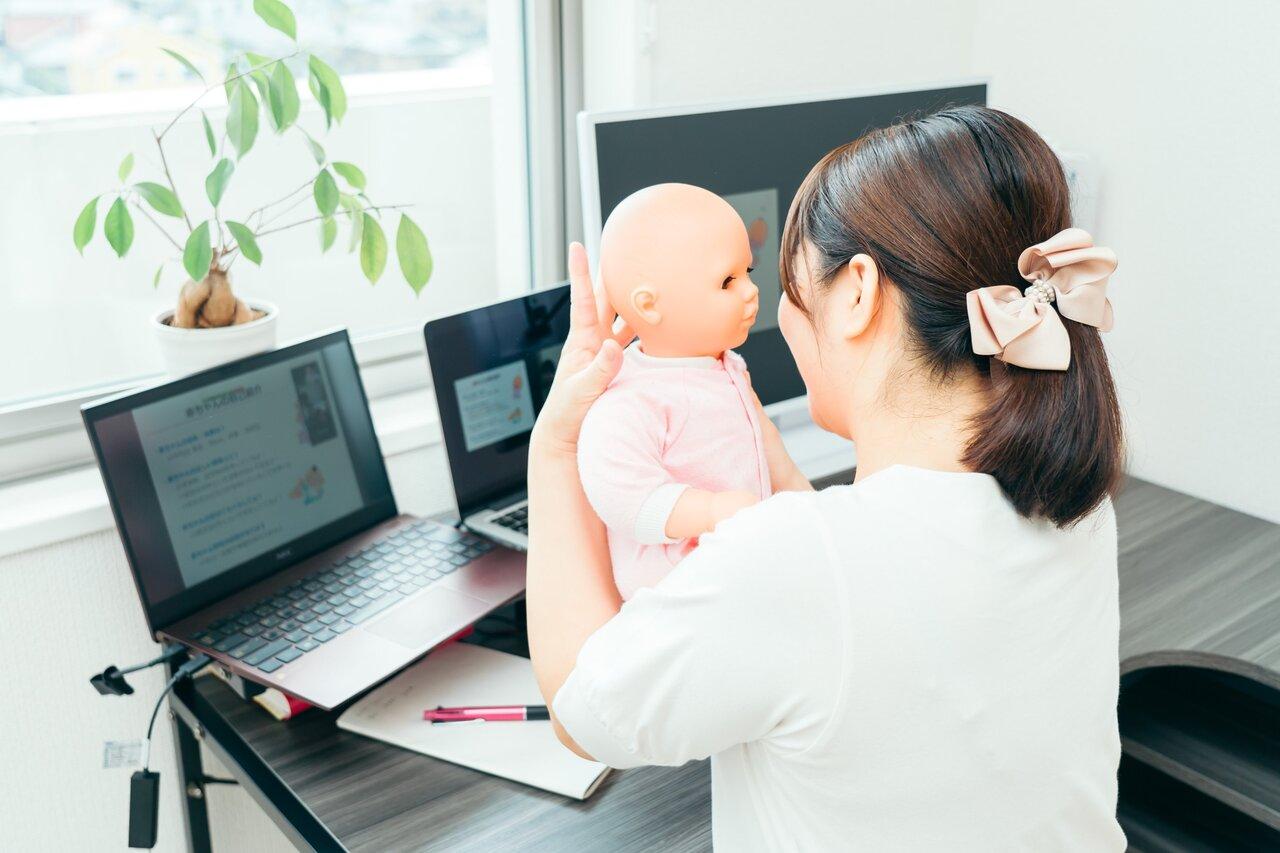 世界中のママの悩みや不安を即解消する「オンライン助産師」