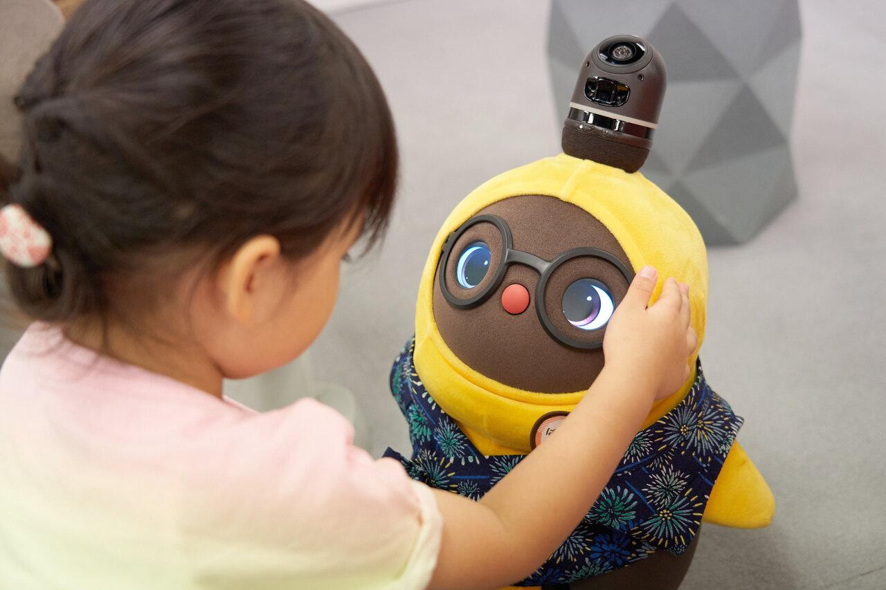 ロボットがペットやきょうだいに? LOVOTと暮らす家族のホンネ