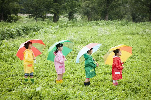 なんで雨が降るの? 子どもの素朴な「天気の疑問」にどう答える?