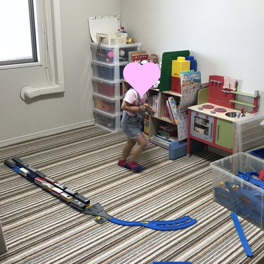 おもちゃは出す→遊ぶ→片づける、の習慣がつきます。