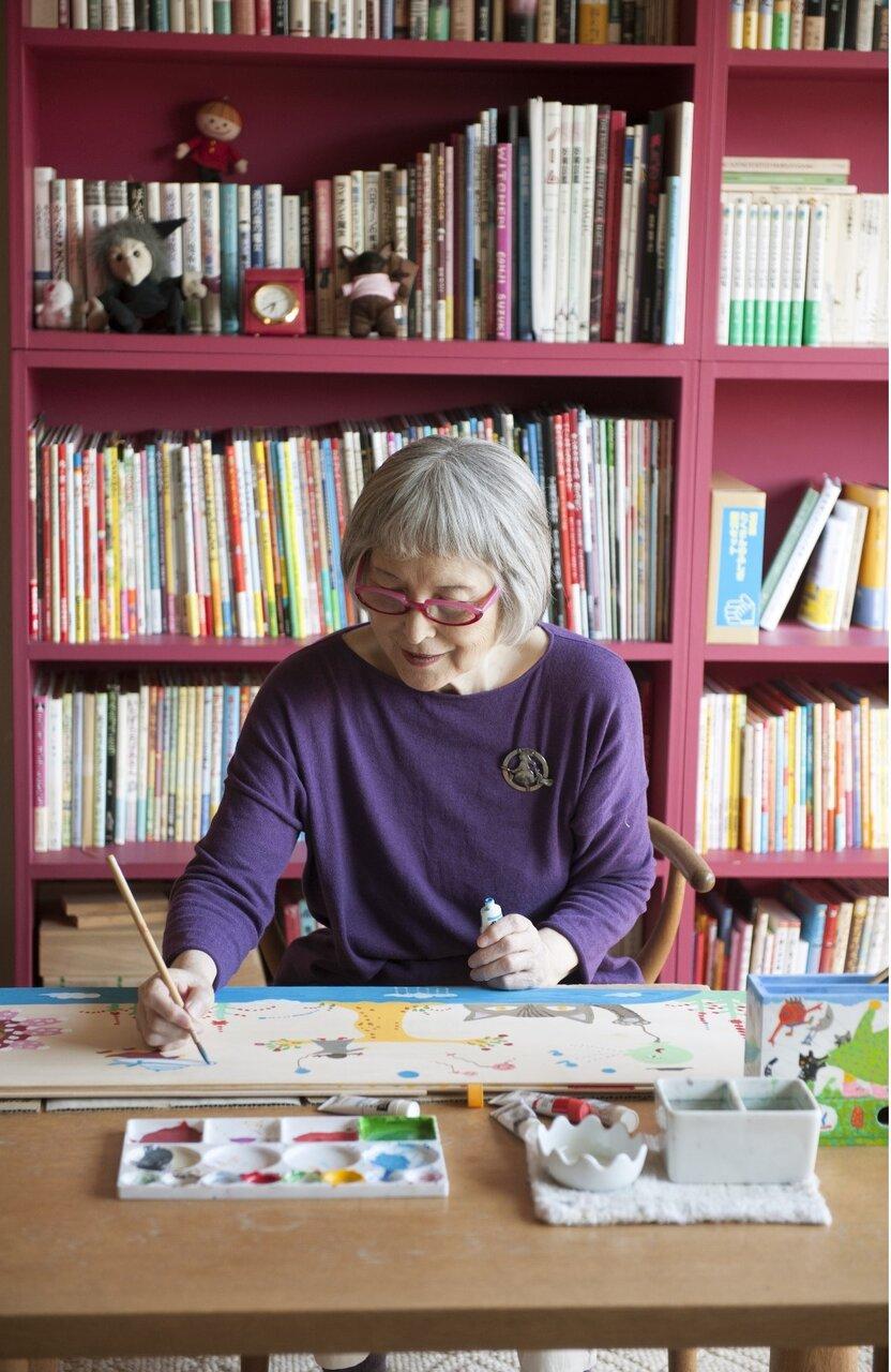 「作家をしていなかったら、絵描きになったかもしれない」と角野栄子さんは言います。<br> <br> 「『魔女の宅急便』が生まれた魔法の暮らし 角野栄子の毎日 いろいろ」(KADOKAWA)より<br> 撮影:馬場わかな