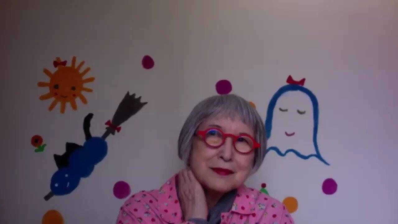 zoomでインタビューに答える角野栄子さん。壁紙のかわいい絵もご自分で描かれたそうです!