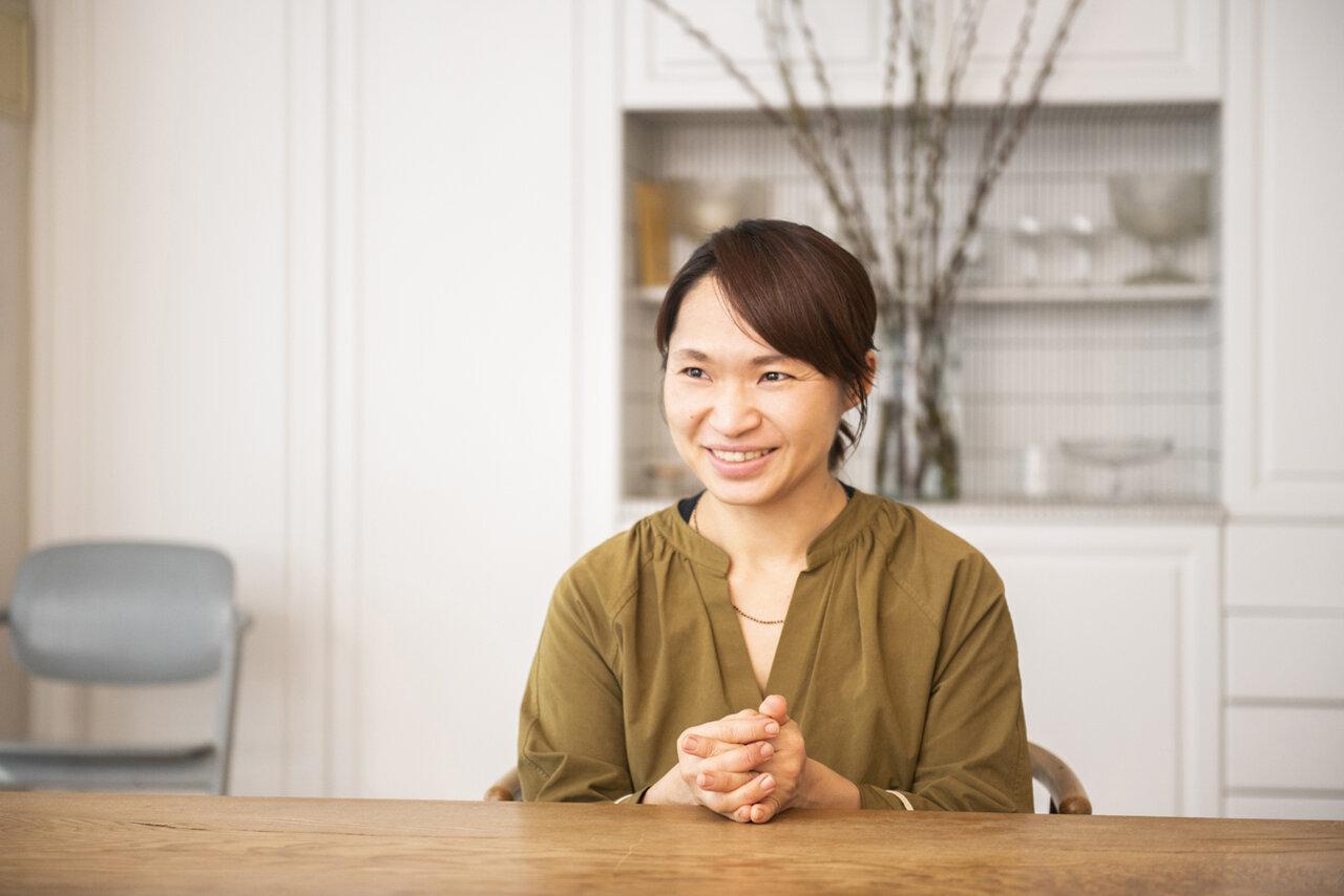 人気料理研究家・植松良枝さん。2021年春、渋谷にオープンするアジア食堂をテーマにした新店のメニュー開発を手掛けている。<br> 撮影 葛西亜理沙