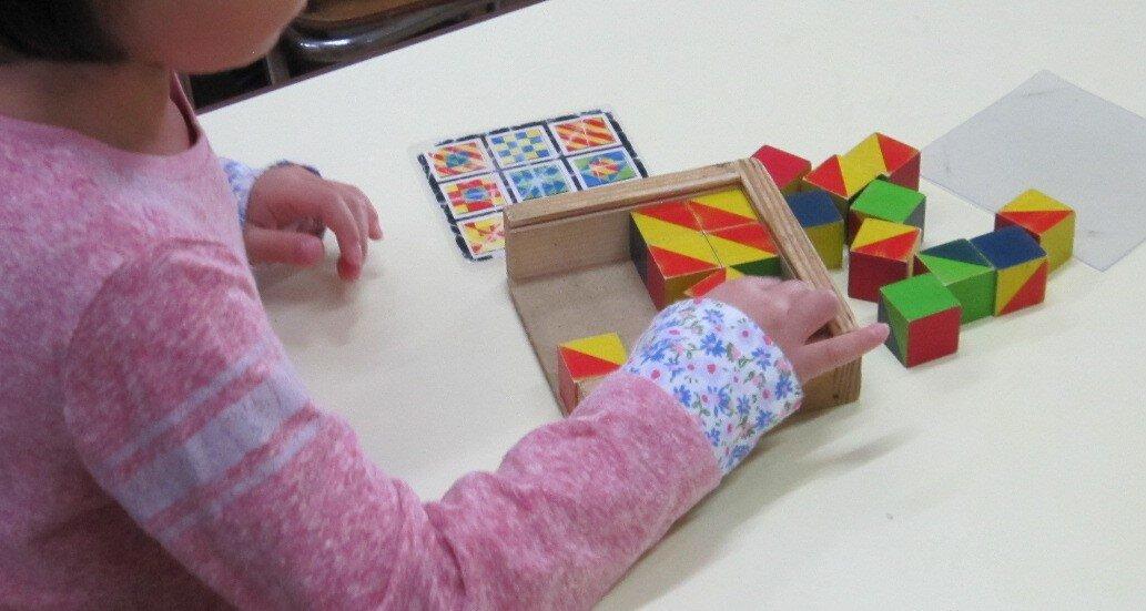 手を使い、自分で形を整えていくアナログゲームの一例。<br> 写真提供 宍戸信子