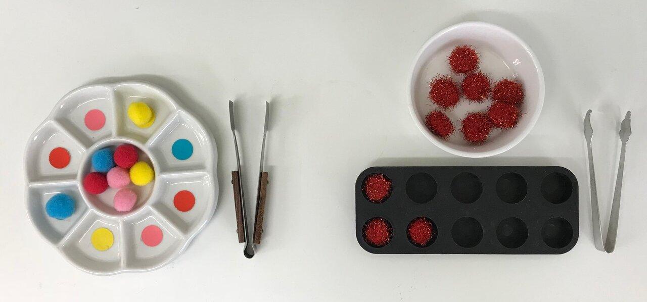 トングでの空け移し 右は1対1対応 左は色合わせの要素も