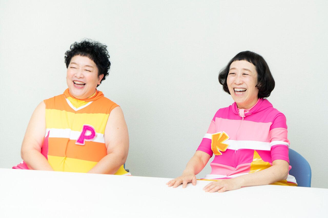 終始おしゃべりが続くほど、仲良しのお二人。ケロポンズの「ケロ」こと増田裕子さん(右)と「ポン」こと平田明子さん(左)<br> 撮影 森﨑一寿美