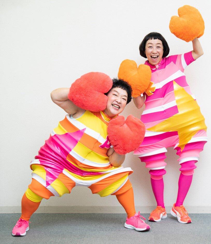 ケロポンズの「ケロ」こと増田裕子さん(右)と、「ポン」こと平田明子さん(左)<br> 撮影 森﨑一寿美