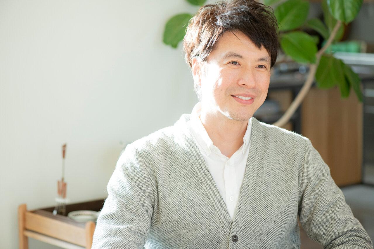 料理研究家・コウケンテツさん。<br> オリジナルレシピを紹介するYouTubeの公式チャンネル『Koh Kentetsu Kitchen』も大人気。<br> 撮影 森﨑一寿美
