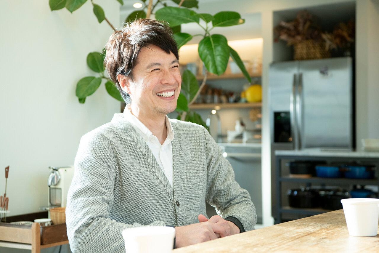 料理研究家・コウケンテツさん。自宅キッチンスタジオにて。<br> 撮影 森﨑一寿美