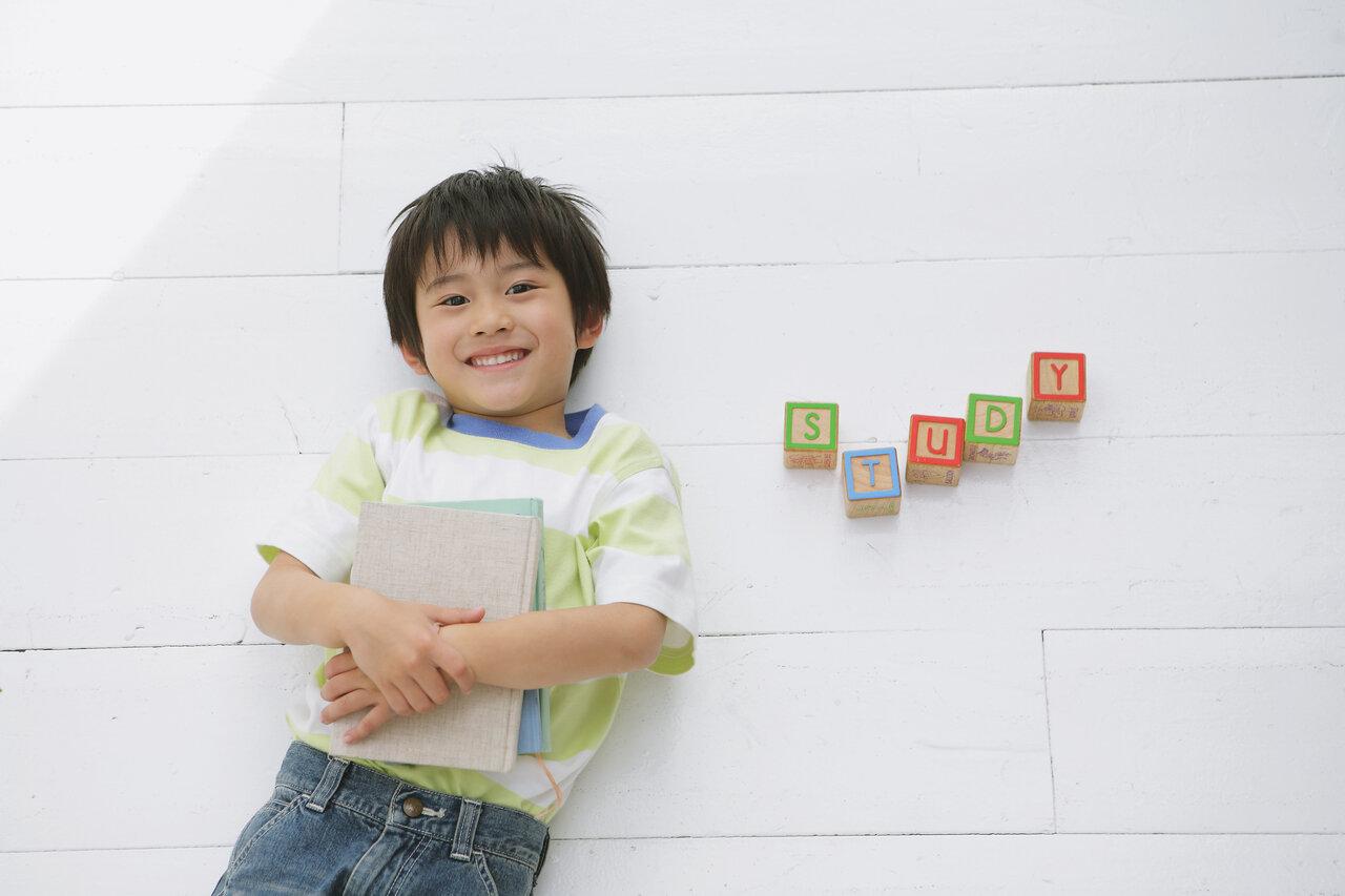 目指したい「バイリンガル」 おうち学習でできることって?<br> 写真:アフロ