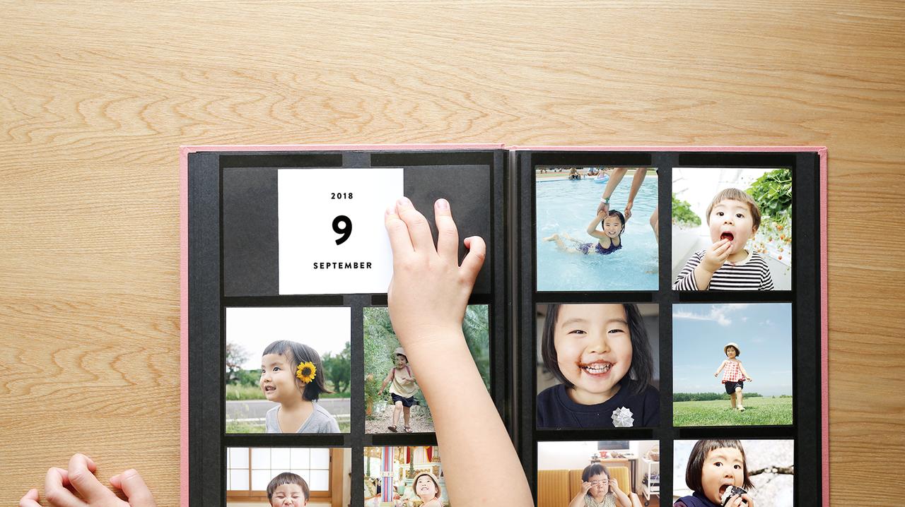 """写真が映える高級黒台紙と、180度開くフルフラット仕様が特徴。管理に便利なマンスリーカードも付いてくる<br> <small class=""""font-small"""">写真提供:ALBUS</small>"""