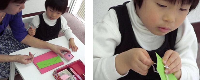 左 危ない針について提示する筆者<br> 右 本当に縫えるから真剣 4歳