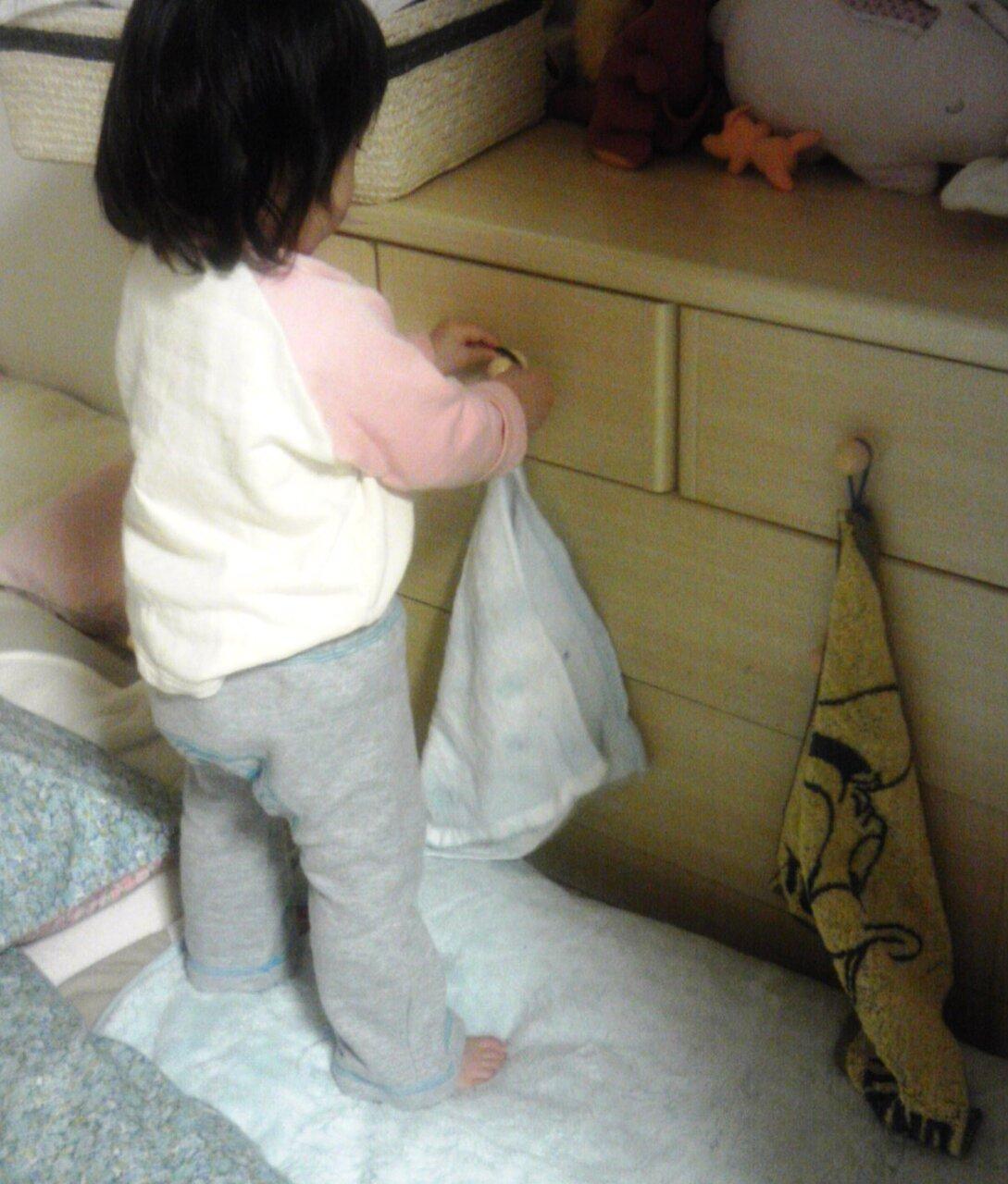 私のタオルは私がかける 1歳9ヵ月