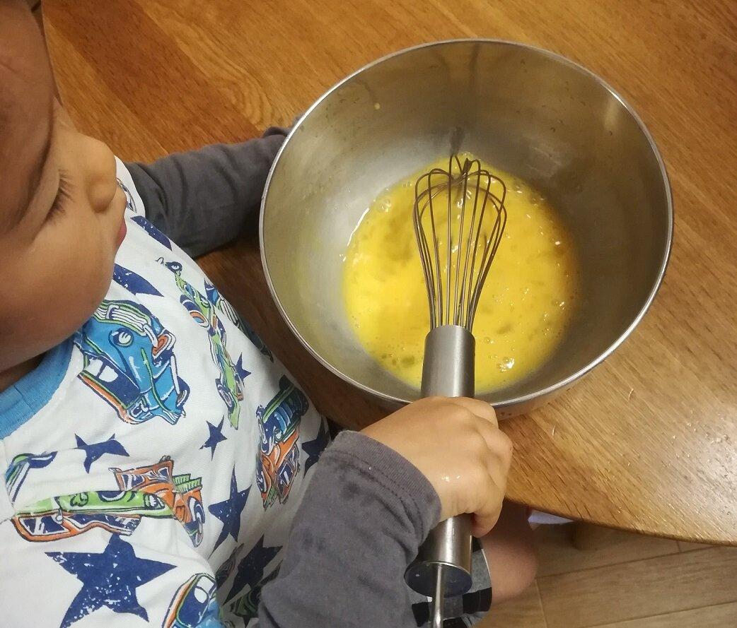 台所仕事が大好きな3歳8ヵ月 家族の役に立つことがうれしい