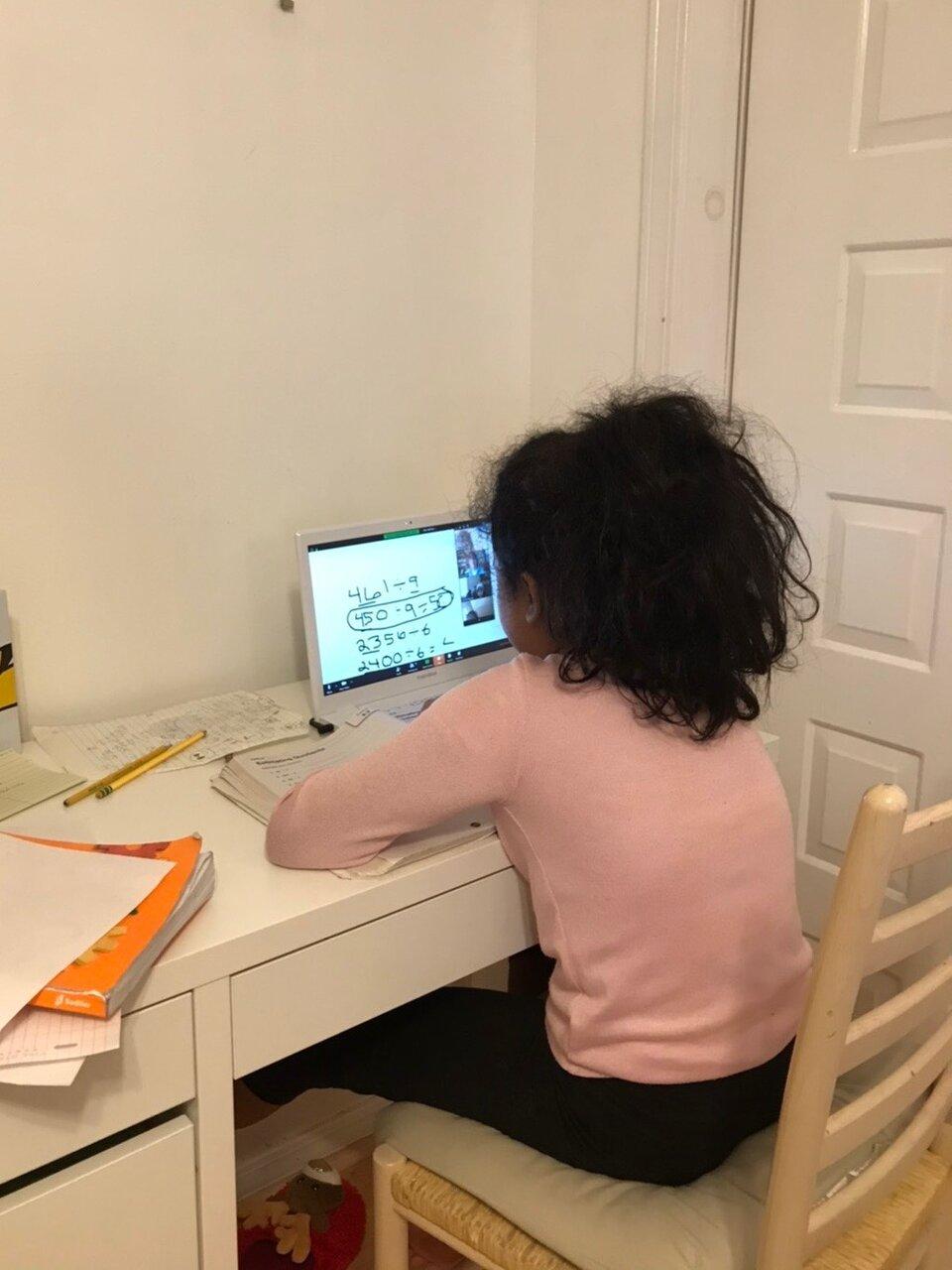 ボストン市内にある私立小学校4年生のオンライン授業風景。写真提供/Mio J