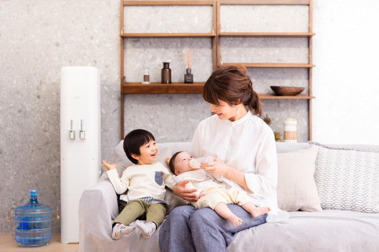 """洋服やボディクリームなど、最近は妊婦や出産前後を助けるサブスクがいっぱい。<br> <small class=""""font-small"""">写真提供:アクアクララ </small>"""