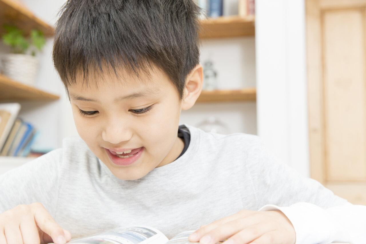 ワクワクする本を好きなだけ読む時間が「賢い子」を育てる<br> イメージ写真:Paylessimages/イメージマート
