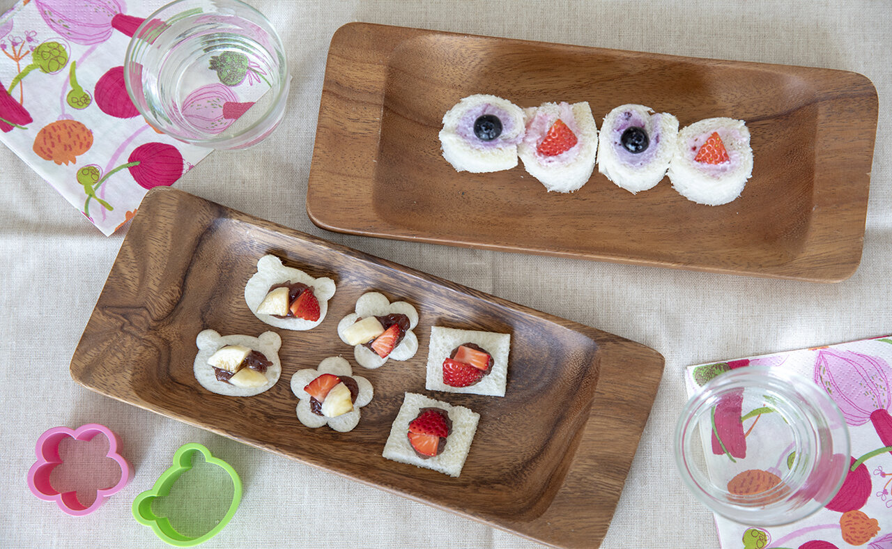 撮影 土居麻紀子<br> サンドイッチ用のパンを使って、簡単型抜き「オープンサンド」とくるくる「ロールサンド」。