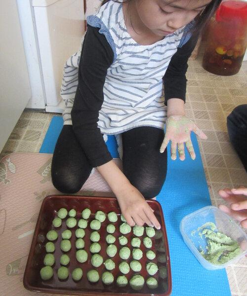 ヨモギ団子を作って家族に食べてもらうことが幸せな小2