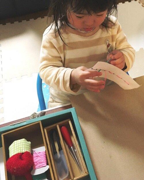 危ないものもきちんと提⽰すれば扱える  縫い刺し 3歳4ヵ⽉