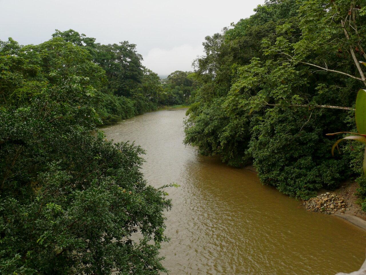 エクアドルを流れる川<br>