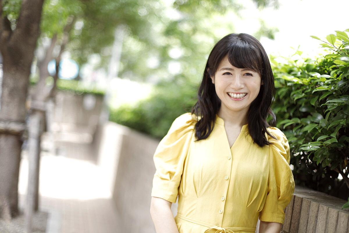 """京都大学で過ごした学生生活はとても充実していたと笑顔で語る松尾依里佳さん。  <small class=""""font-small"""">写真:小林岳夫</small>"""