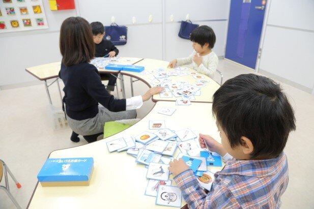 入学準備基礎クラス レッスン風景(使用教材 あいうえお絵カード)