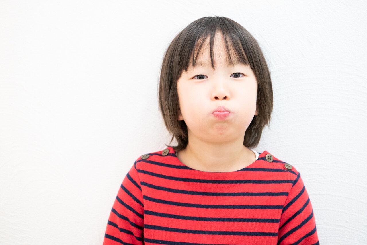 カット前はやや不機嫌。ふくれっ面ですが、カットデビューがんばります!  撮影:森﨑一寿美