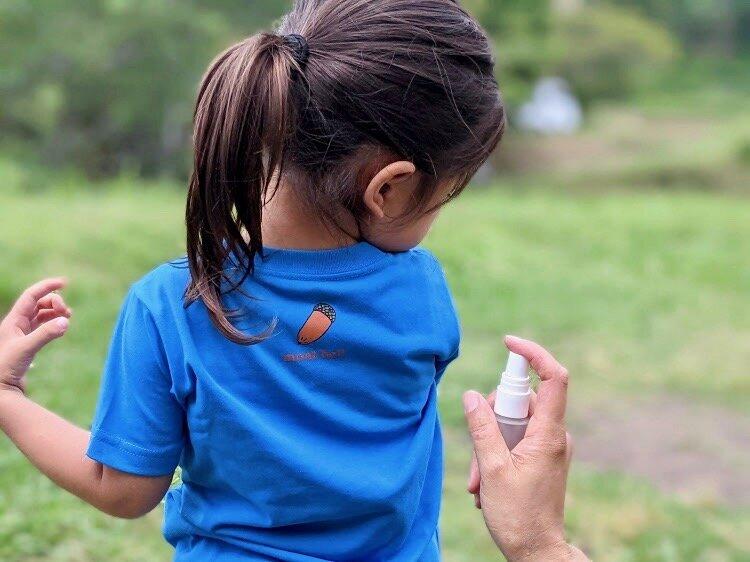 """思いきり外で遊びたい子どもにとって、虫よけスプレーは夏の必需品です。  <small class=""""font-small"""">写真:森國美代</small>"""