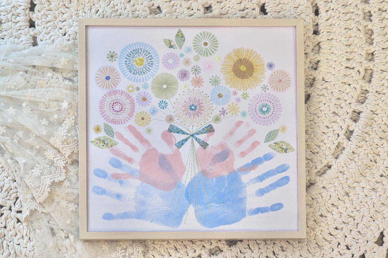 こちらはマスキングテープで装飾した花束をパパ、ママの手形で包み込むような構図にした瀬野さんの作品。迫力満点の仕上がりです!  写真:瀬野未知