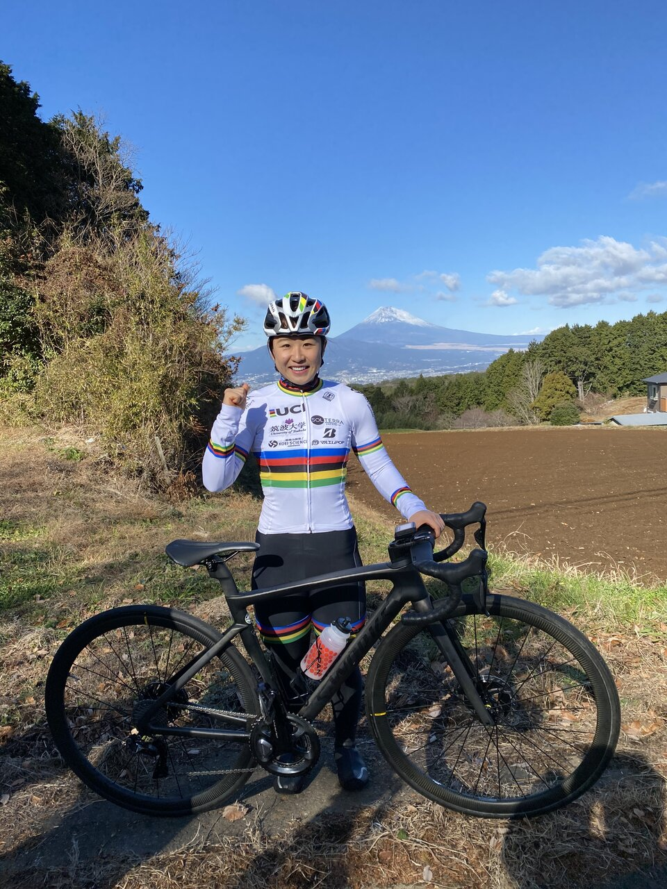 "<a href=""https://www.yumi-kajihara.com"" class=""default-link"" target=""_blank"" rel=""nofollow"">梶原悠未選手</a>2020年に自転車世界選手権大会オムニアムで日本人史上初の金メダルを獲得。トレーナー兼マネージャーのお母さんと東京オリンピックの頂点を目指します。<br> 写真:梶原有里さん提供"
