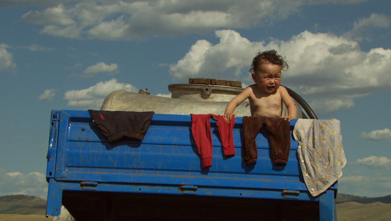 小さな身体に大きなエネルギーを秘めた赤ちゃんたちの1年を追いかけたドキュメンタリー。  画像提供:エスパース・サロウ