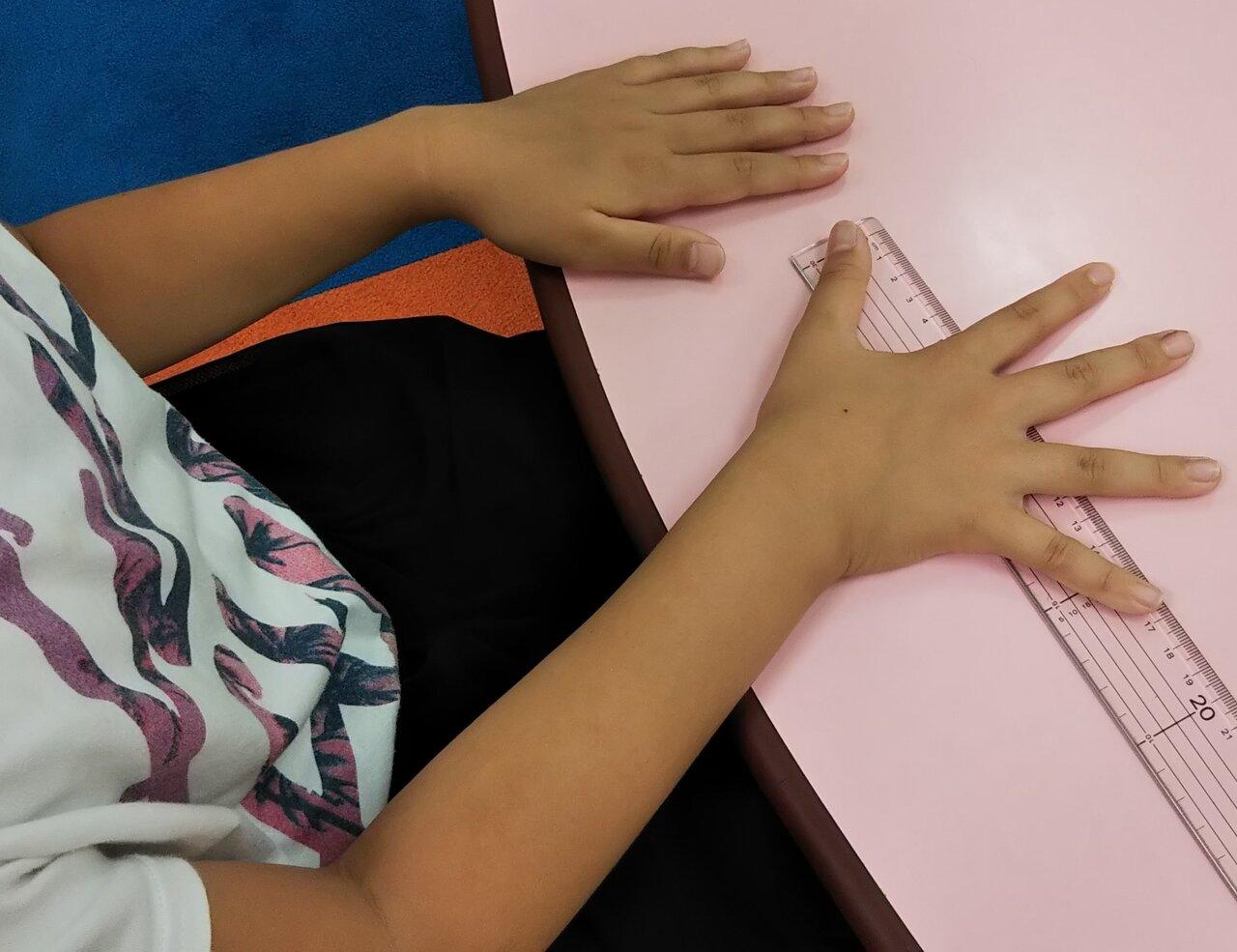 親指から小指まで何センチ?