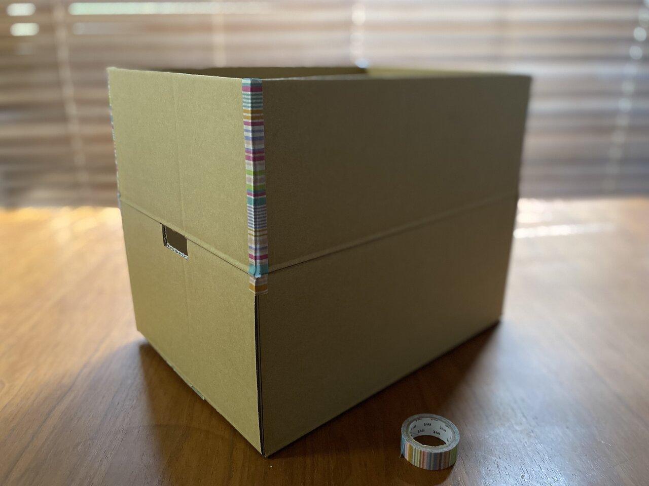 ふた部分もテープで貼り合わせて、なるべく箱を深くすると、よけいな光が入りにくくなる。撮影:Yuchi