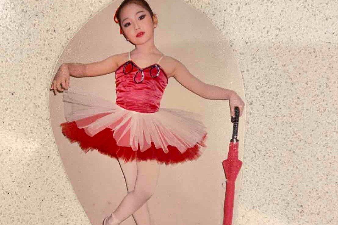 """4歳頃の木南さん。「当時はバレリーナを夢見るほど、バレエが大好きでした」(木南さん)  <small class=""""font-small"""">写真:本人提供</small>"""
