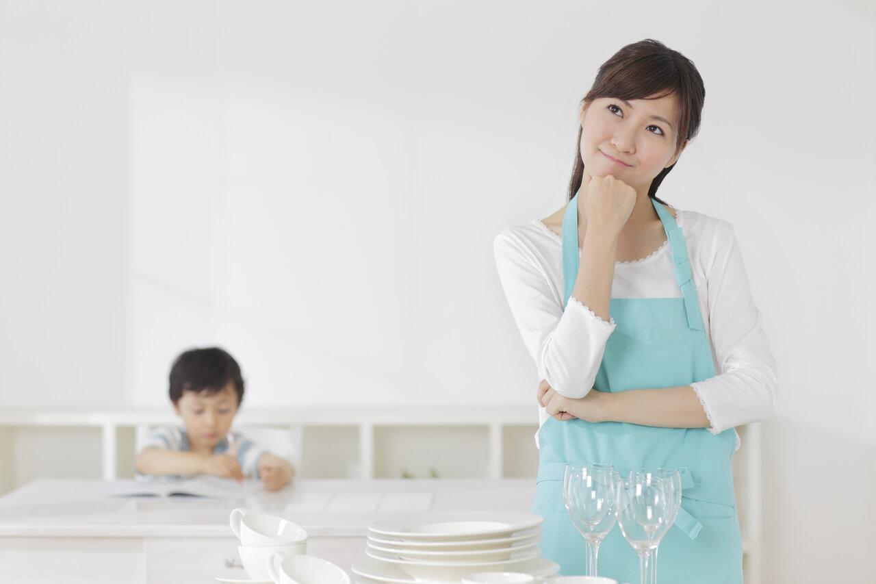 """「家庭学習」への関わり方は、親もどうするのが正解か、わからないことが多いものです。<br> <small class=""""font-small"""">写真:アフロ</small>"""