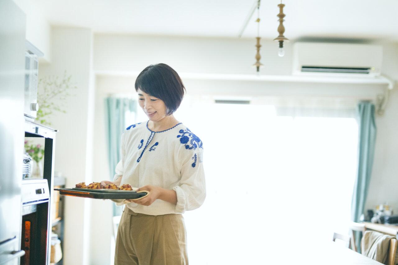 小学2年生のころには、すでにひとりでお菓子作りをしていたという近藤さん。「褒めてもらうとうれしくて、やる気が出ました」(近藤さん)。  写真:深澤慎平