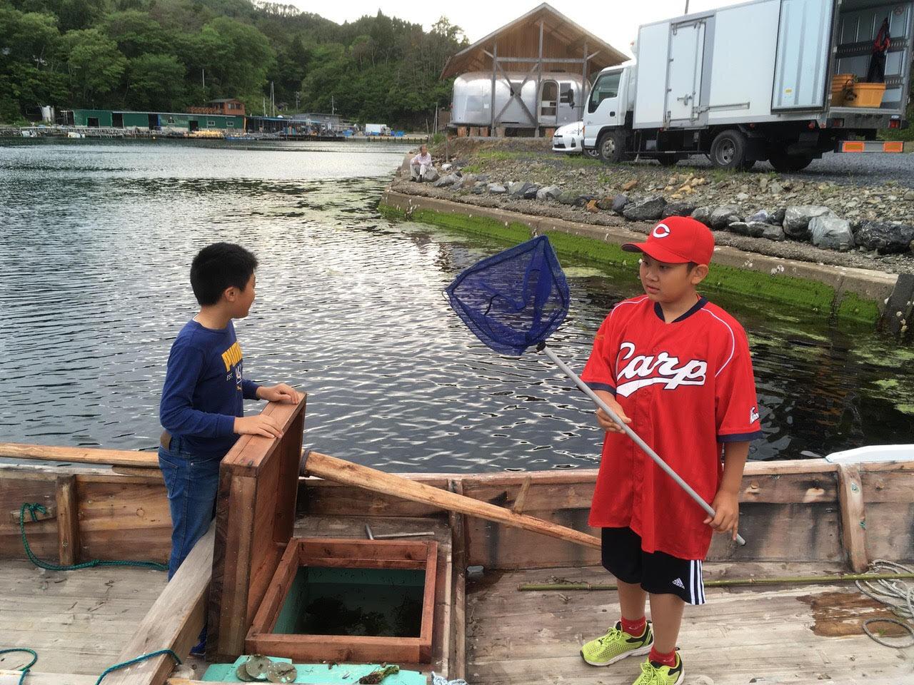 その坊やも大きくなって、畠山さんのお孫さんと木造船で遊ぶ。毎年の植樹祭で気仙沼に家族で訪れるのは里帰りのよう